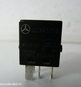 0025421119 Brandstofpomp relais Pos A