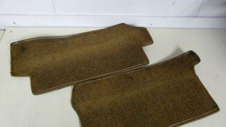 Vloerbedekking tapijt onder de voorstoelen L&R