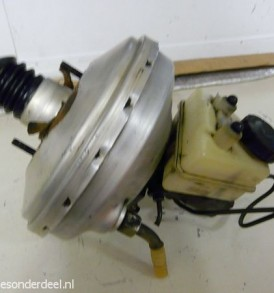 w201 190E Rembekrachtiger met hoofdremcilinder en reservoir
