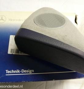 B67880626 Telefoonkonsole donker blauw paars grijs