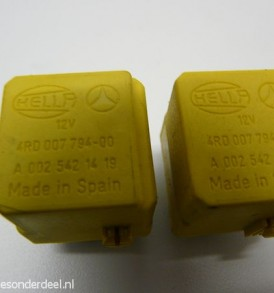 A0025421419 0025421419 Ruitenwisser relais div.
